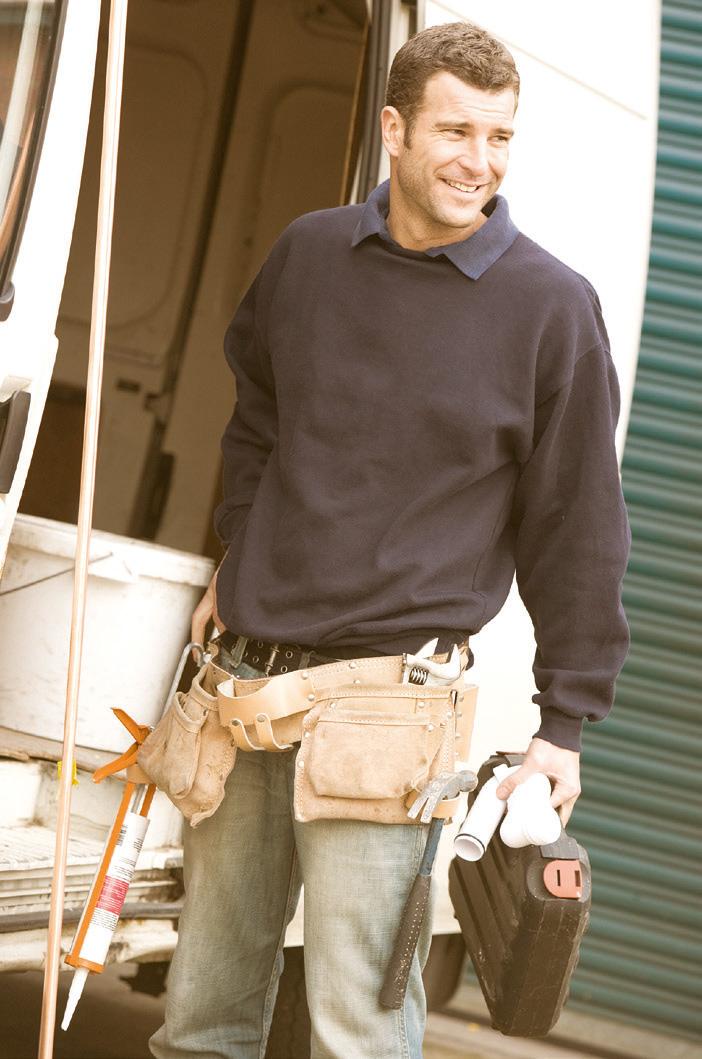 Mann auf Baustelle