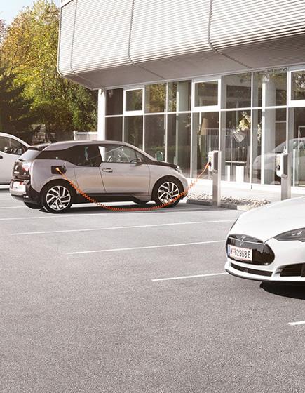E-Autos laden am Firmenstandort