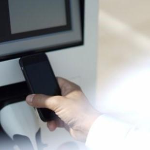 E-Mobilität 2021 Förderungen Ladestationen mit Handy Laden