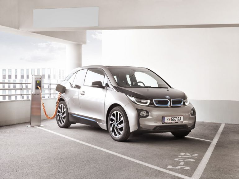 BMW i3 an der SMATRICS Ladestation