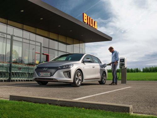 Elektroauto laden bei Billa